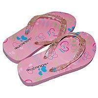 Gave roze slippers met lichtjes van het merk Rucanor. Ideale, makkelijke slippers voor de aankomende zomer. Uw dochter maakt de blits met deze moderne slippertjes, de lichtjes (roze/rood, groen en blauw) gaan aan door een klikmechanisme onder de hak en gaan vanzelf uit als ze stilstaan/uitgaan. Op het voetbed staan leuke hartjes in de kleuren roze, groen en blauw  Verkrijgbaar in de maten 28 t/m 35.