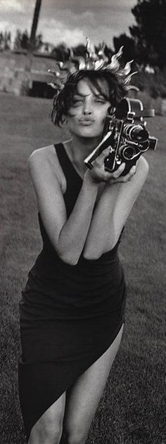 T3tryt - People with camera's  (an overwhelming collection of phototaking women)  http://pinterest.com/t3tryt/pwc/
