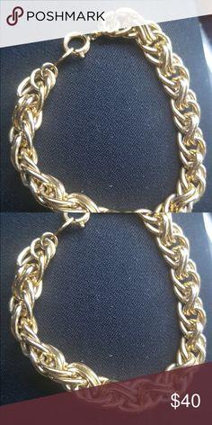 Trifari gold plated women's bracelet Beautiful gold plated bracelet great condition Trifari Jewelry Bracelets