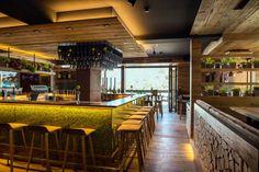 Die Wirtstube mit Bar im Franz, der Wirt #interiordesign #restaurant #woodinterior #decoration