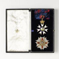 Order of St. Michael & St. George - Knight Grand Cross set of Insignia presented to  Willem Drees (Garrard & Co, c. 1958) (link : https://www.rijksmuseum.nl/en/search/objecten?q=Britse+ridderorde&p=1&ps=12&ii=0#/NG-2003-46,0)