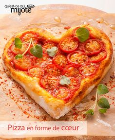 This Valentine's Day, express your love with this homemade, fresh-from-the-oven pizza. Click or tap photo for this Heart-Shaped Cheese and Tomato Pizza Valentine Pizza, Valentines Day Food, Special Recipes, Great Recipes, Favorite Recipes, Tomato Pizza Recipe, Pizza Recipes, Cooking Recipes, Heart Shaped Pizza