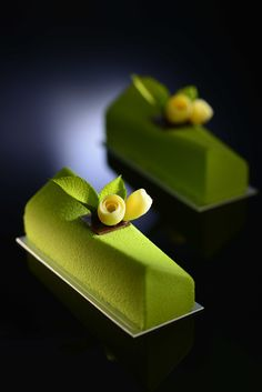 Thomas Trillion - Akina, matcha tea biscuit base with mango compote and matcha…