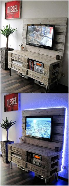 Here is this amazing rustic TV shelf and multimedia cabinet for TV lounge. This is spacious yet covering lesser area in your home. The wooden pallet board for holding TV screen is attached with the shelves and cabinets for placing DVD players DVDs and ot Pallet Furniture Tv Stand, Pallet Tv Stands, Diy Furniture, Tv Stand Made Out Of Pallets, Garden Furniture, Outdoor Furniture, Diy Pallet Projects, Woodworking Projects Diy, Wooden Pallets