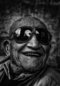 Old man, elderly guy, sunglasses, wrinckles, lines of life, smile, powerful face, intense eyes, portrait, b/w
