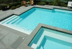 Blue stone pool coping with a drop face of along with matching pool paving on this swimming pool in Melbourne. Inground Pool Designs, Swimming Pool Designs, Pool Spa, My Pool, Pool Pavers, Concrete Pool, Honed Concrete, Paver Sand, Paver Stones
