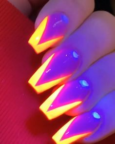 Beautiful Nail Magic : Unbelievable nail electric effect. It is time to take it up a notch and change the game finally. We do not get noticed doing the expected. Do the unexpected to blow yourself out of proprtion and conspicious Nail Art Designs, Nail Polish Designs, Mirror Nails Powder, Powder Nails, Cute Nails, Pretty Nails, My Nails, Neon Acrylic Nails, Wedding Nail Polish