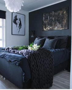 33 Epic Navy Blue Bedroom Design Ideas to Inspire You Navy blue is a highly sophisticated color that would fit a bedroom? Cast a glance over our navy blue bedroom ideas and convince yourself of its epicness! Dream Bedroom, Master Bedroom, Bedroom Bed, Master Suite, Navy Blue Bedrooms, Bedroom Black, Dark Cozy Bedroom, Dark Blue Bedroom Walls, Dark Blue Rooms