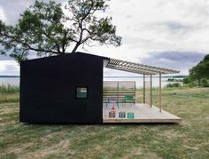 Overgang zwart huis naar licht terras