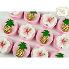 Pineapple & hibiscus flower chocolate covered Oreos for a tropical themed baby shower ? Baby Shower Cupcakes For Girls, Baby Girl Shower Themes, Baby Shower Cookies, Baby Shower Decorations, Hawaiian Baby Showers, Luau Baby Showers, Party Food Themes, Parties Food, Theme Parties