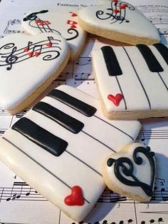 I love playing the piano so I love these piano cookies Fancy Cookies, Valentine Cookies, Iced Cookies, Cute Cookies, Cookies Et Biscuits, Cupcake Cookies, Sugar Cookies, Valentines, Cookie Favors