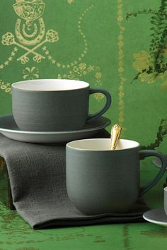 The Studio Glaze collection featuring a hand-applied brushed glaze that creates subtle differences in each piece. Richly coloured glazes create a textured interplay of materials to deliver a tactile and silky sheen on the surface of each piece. Offered in three dramatic colourways; Almost Midnight, Ocean Whisper and Classic Vanilla, the stylish and contemporary new collection has been created to meet aspirations for the very best luxury casual tableware, which is attainable and functional.