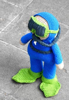 ****INSTANT .PDF DOWNLOAD AS SOON AS PAYMENT IS COMPLETED*** This is a PATTERN ONLY, NOT THE FINISHED AMIGURUMI. This pattern is written in american english crochet terms and contains a lot of pictures helping you step by step. The finished work measures 26 cm height,16 cm length