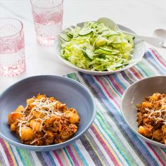 Gnocchi Bolognaise with Shredded Iceberg Salad Iceberg Salad, Cooking Recipes, Healthy Recipes, Healthy Food, Meals For The Week, How To Cook Pasta, Gnocchi, I Foods, Pasta Salad