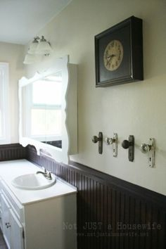 I seriously love the door knobs as towel racks!  Great for a cabin feel