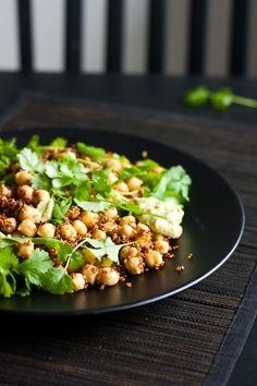 L�mmin quinoa-kikhernesalaatti Quinoa Chickpea Salad, I Love Food, Good Food, Vegetarian Recipes, Healthy Recipes, Potato Salad, Salads, Food And Drink, Veggies