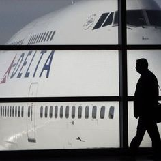 Delta to keep 20-minute 'guarantee' for checked bags