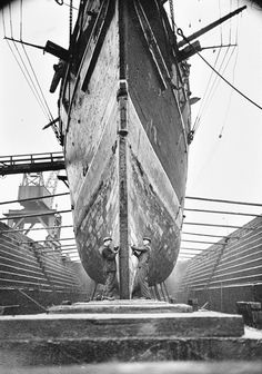 Work on the Bow of the Cutty Sark, Millwall,1951 www.waysideflower.co.uk