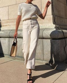 Mood Board : Girls like you, Mood Board : Girls like you White on white is a great casual chic look. White on white is a great casual chic look. Beige Outfit, Monochrome Outfit, Neutral Outfit, White Pants Outfit, White Jeans Outfit Summer, Minimal Outfit, Monochrome Fashion, Summer Jeans, Look Fashion