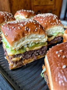 Mini big mac cheeseburgers a perfect recipes for parties or busy weeknight meals. Easy and affordable to make. # Mini Big Mac Cheeseburgers - The Tipsy Housewife Big Mac, Think Food, Love Food, Slider Recipes, Iftar, Aesthetic Food, Food Cravings, Diy Food, Appetizer Recipes