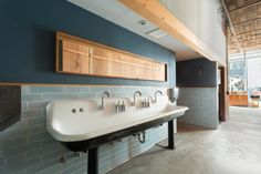 The Perennial: A Splash of Cool   Installation Gallery   Fireclay Tile