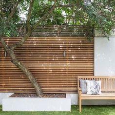 80 Awesome Modern Garden Fence Design For Summer Ideas Nice 80 Awesome Modern Garden Fence Design Fo Backyard Privacy, Backyard Fences, Garden Fencing, Backyard Landscaping, Backyard Ideas, Garden Privacy, Privacy Screens, Patio Ideas, Landscaping Ideas