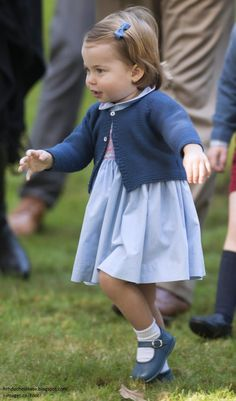 And she is off... Princess Charlotte on the move at Garden Party in Vancouver, Canada which was held at Governor's House on 9/29/2016.
