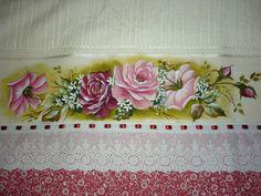 Toalha de banho com acabamento em tecido e renda inglesa