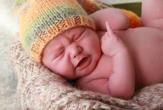 Κλαίει το νεογέννητο μωρό, βρέφος ΓΙΑΤΙ;