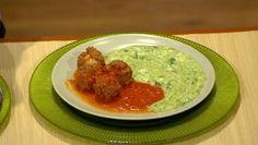 Hovädzie mäsove guličky v paradajkovej omačke so zemiakovo-špenátovým pyré