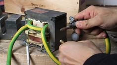 DIY Resistance spot welding From an old Microwave (incredible) Metal Working Tools, Metal Tools, Diy Welding, Welding Projects, Welding Rods, Spot Welding Machine, Spot Welder, Metal Bending, Brazing