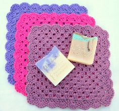 Crochet Washcloth Pattern, USA terms, Granny Square Design - Dishcloth or Washcloth (UK available also) - by Amanda Jane, Ireland Crochet Vs Knit, Crochet Crafts, Crochet Things, Granny Square Crochet Pattern, Crochet Patterns, Crochet Granny, Shabby Chic Accessories, Granny Pattern, Knitting For Beginners