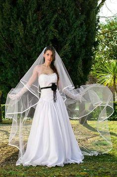 Magnifique black details. Wedding dress by Alessio Cristalli
