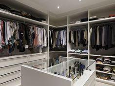 Inspire-se na decoração de 15 projetos de closet