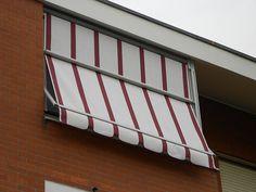 Tenda veranda con frangivento sul telo estivo www.mftendedasoletorino.it M.F. Tende e tendaggi Via Magenta 61 10128 Torino  Tel.:01119714234 Fax:01119791445  Cell.:3924999999