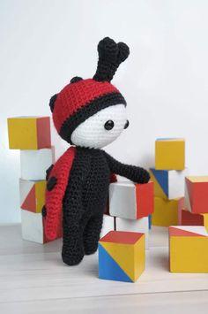 Amigurumi doll in ladybug costume - free crochet pattern