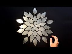 DIY Wall Decor with Paper & Aluminum Foil: Flower; Blossom - Wall Decorating Ideas - Easy tutorial - DIY wall decoration with paper & aluminum foil. Craft ideas gift – make your own decoration: - Wall Decor Crafts, Paper Wall Decor, Diy Wall Art, Diy Room Decor, Cd Crafts, Diy Crafts Hacks, Diy Home Crafts, Aluminum Foil Crafts, Tin Foil Art