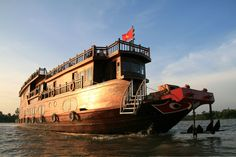 Vietnam - Can Tum, Vietnam - 2 days Mekong Delta Cruise (incl. overnight on board) – Multi-day modules South Vietnam | From Cai Be you'll be cruising the Mekong Delta to Can Tho, with stops to see the daily life on the Mekong and a trip to the floating market of Cai Rang!