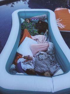 summer goals sleepover PAYTON (ohsnapitspayton) P - summergoals Cute Friend Pictures, Friend Photos, Bff Pics, Cute Friends, Best Friends, Best Friend Fotos, Fun Sleepover Ideas, Sleepover Fort, Girl Sleepover