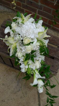 all-white wired tear drop bouquet by Lindsey Kitchin of The White Horse Flower Company www.whfco.co.uk