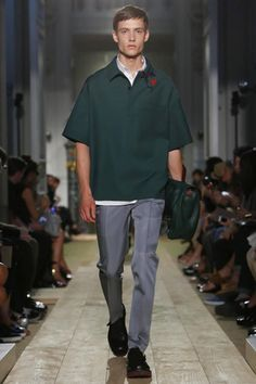 Relax. That is the message of the spring/summer 2015 menswear season. But at Valentino, dressing in a relaxed way does not mean one iota drop of refinement.  With Ansel Elgort, Seth Myers and new...