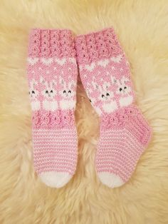 Crochet Stitches, Knit Crochet, Patterned Socks, Kids Socks, Crochet Baby Booties, Happy Socks, Baby Knitting Patterns, Knitting Socks, Mittens