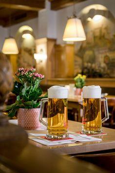 im Braurestaurant IMLAUER bieten wir Ihnen eine große Auswahl an Stiegl-Bieren an. Darunter auch nicht so bekannte Sorten wie das Urbier oder die Männerschokolade. Restaurant, Table Decorations, Furniture, Home Decor, Environment, Brewing, Traditional, Beer, Twist Restaurant
