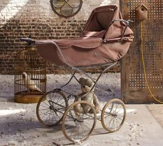 I love the old school prams, it's just that the strollers now have so many wonderful additions and can be put into a car! Although, there are pram like options on the newer strollers, I just <3 the heck out of this old school style!