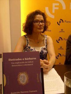 Asunción Herrera, ante su libro.