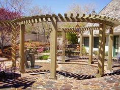 Prachtig ronde pergola, zou perfect in onze tuin passen!