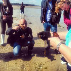 Aprendiendo a mariscar con Martín Códax.  #enoturismo #turismo #Galicia #happy #GaliciaMola #Cambados