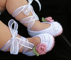 45 Adorable And FREE Crochet Baby Booties Patterns