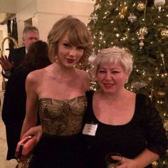 - Taylor Swift - Society of Composers & Lyricists Holiday party in L. - 2 of 3 Taylor Swift Songs, Taylor Swift Pictures, Taylor Alison Swift, Live Taylor, Swift Photo, Female Singers, Favorite Person, Role Models, Selena Gomez