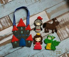 Hey, I found this really awesome Etsy listing at https://www.etsy.com/listing/224275633/castle-finger-puppet-set-knight-puppets